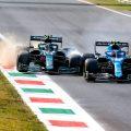埃斯特班·奥康和蒙扎的塞巴斯蒂安·维特尔有联系。意大利,2021年9月。