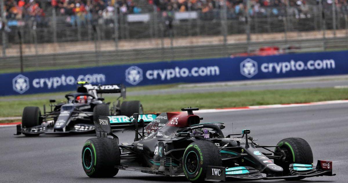 Lewis Hamilton ahead of AlphaTauri during the Turkish GP. Istanbul October 2021.