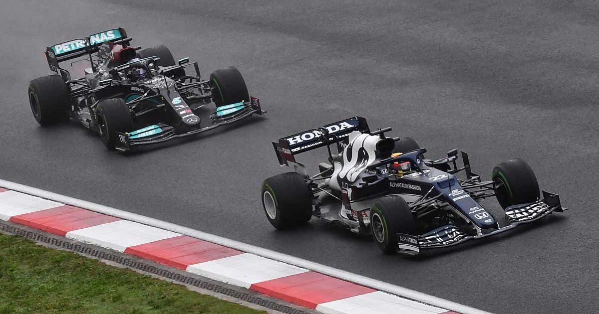 Yuki Tsunoda defends against Lewis Hamilton. Turkey October 2021.